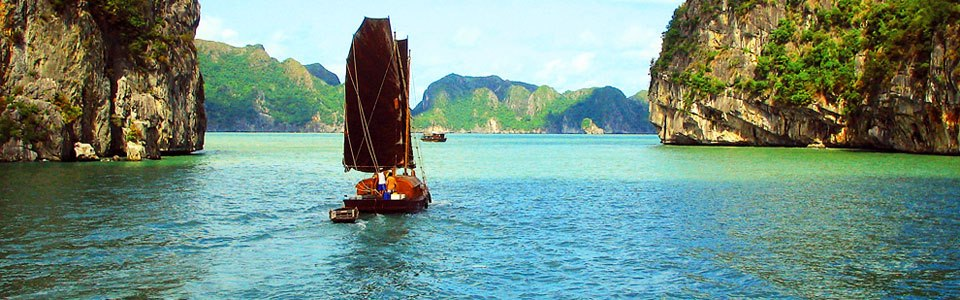 Sailing Junk in Cat ba island