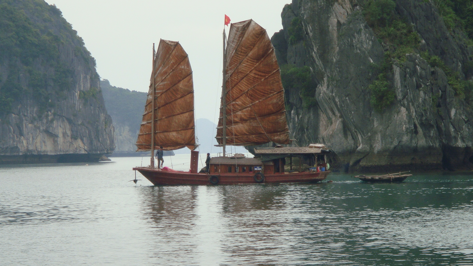 La baie de Ha Long en jonque traditionnelle de charme