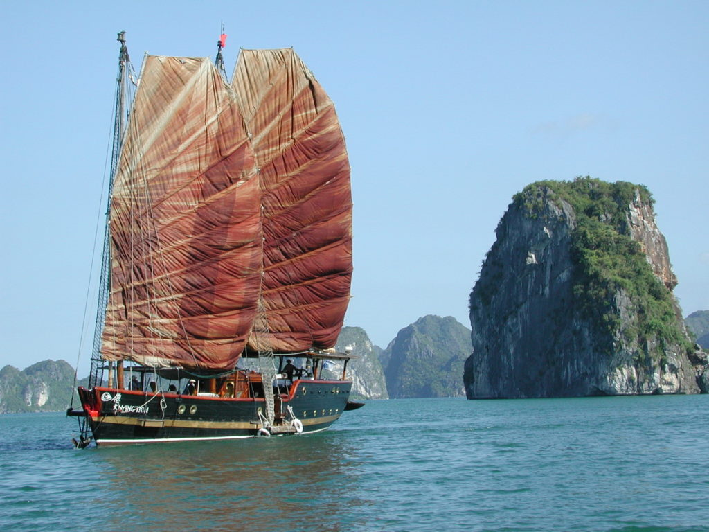Halong Bay, Lan Ha Bay Vietnam: the best way to get away from crowded route
