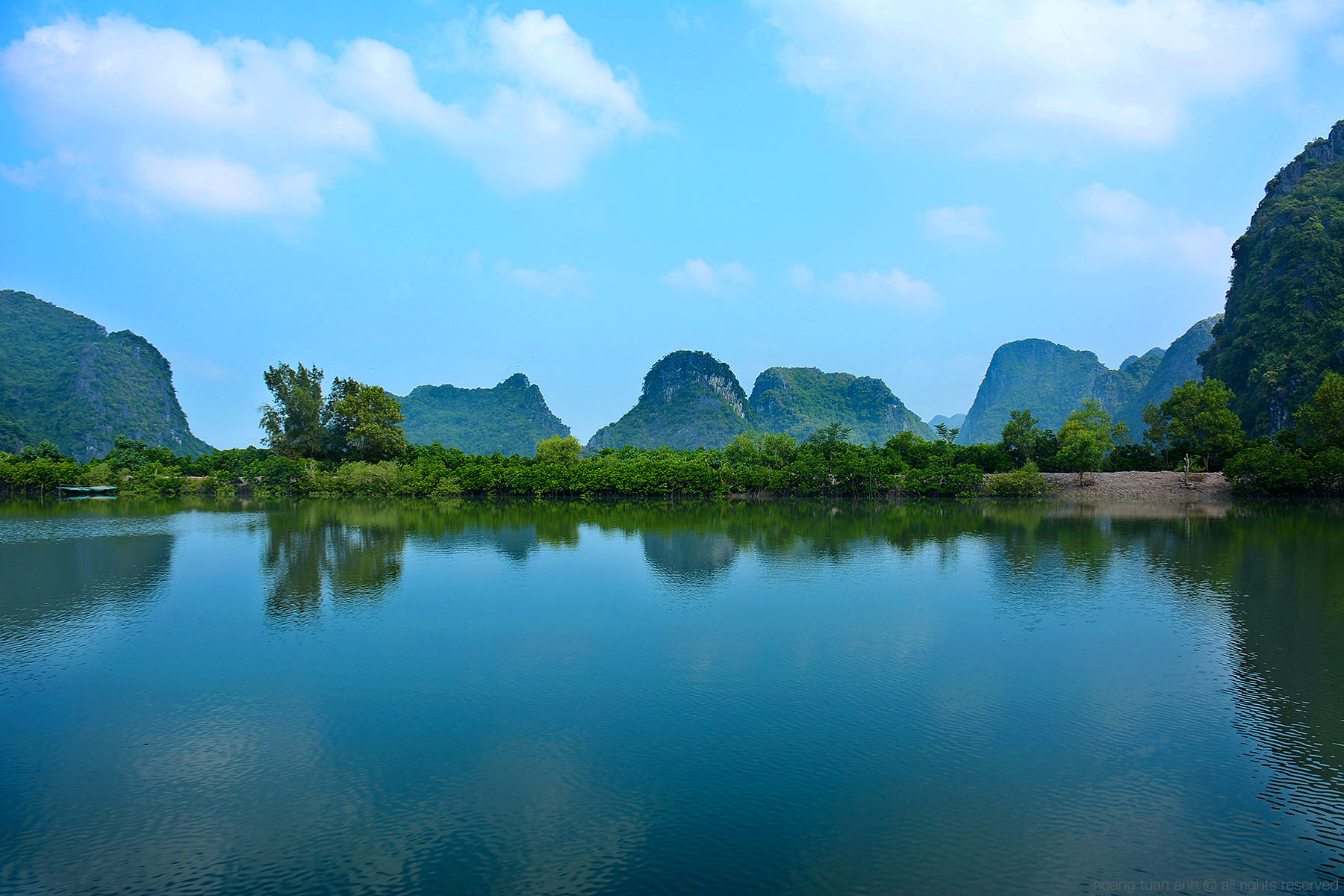 Eco-Friendly Lan Ha Bay Cruise with Home Stay in Viet Hai village and Phu Long Ecolife Village