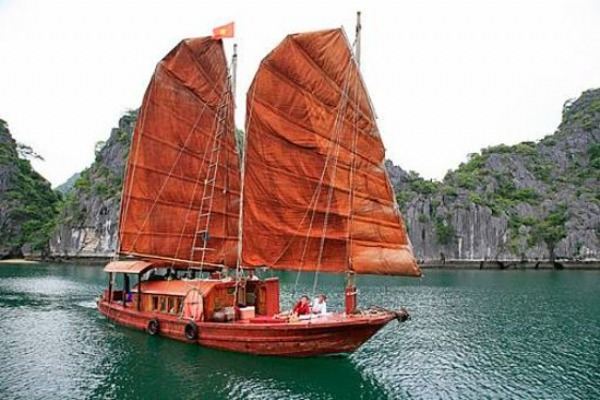 Authentic overnight cruise on Indochine sailing junk 1